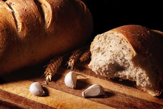 pane fresco, bisogno croccante del rinato amore