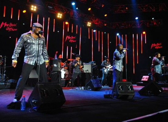 earth_wind_and_fire_experience_neon_2010.jpg