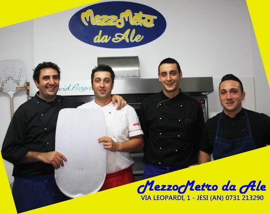 chef Simone Belardinelli, il boss della pizza Alessandro Coppari, Andrea Coppari e Diego Anconetani. MezzoMetro da Ale Mezzo Metro Jesi Ristorante Pizzeria