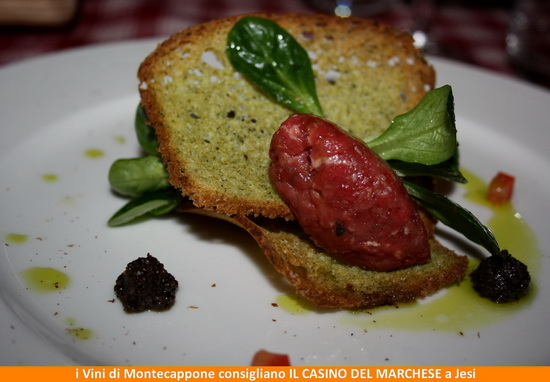 Tartare di Bufala  crostino al basilico